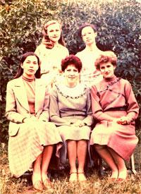 Май 1985: Экономилочки (слева направо): Корнишина В.В., Лысова М.Ю., Ерохина Л.И., Янко Т.А., Кара А.Н.